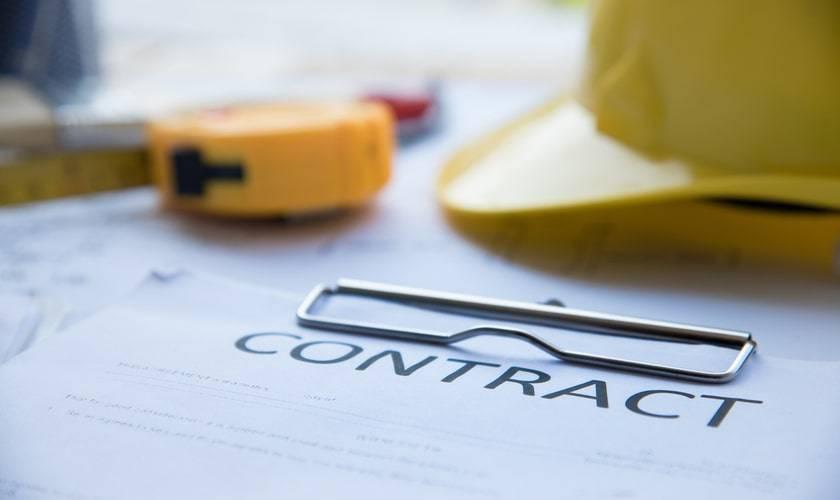 Contratos de construccion abogados e ingenieros trabajar juntos ok web shu_786114160-min